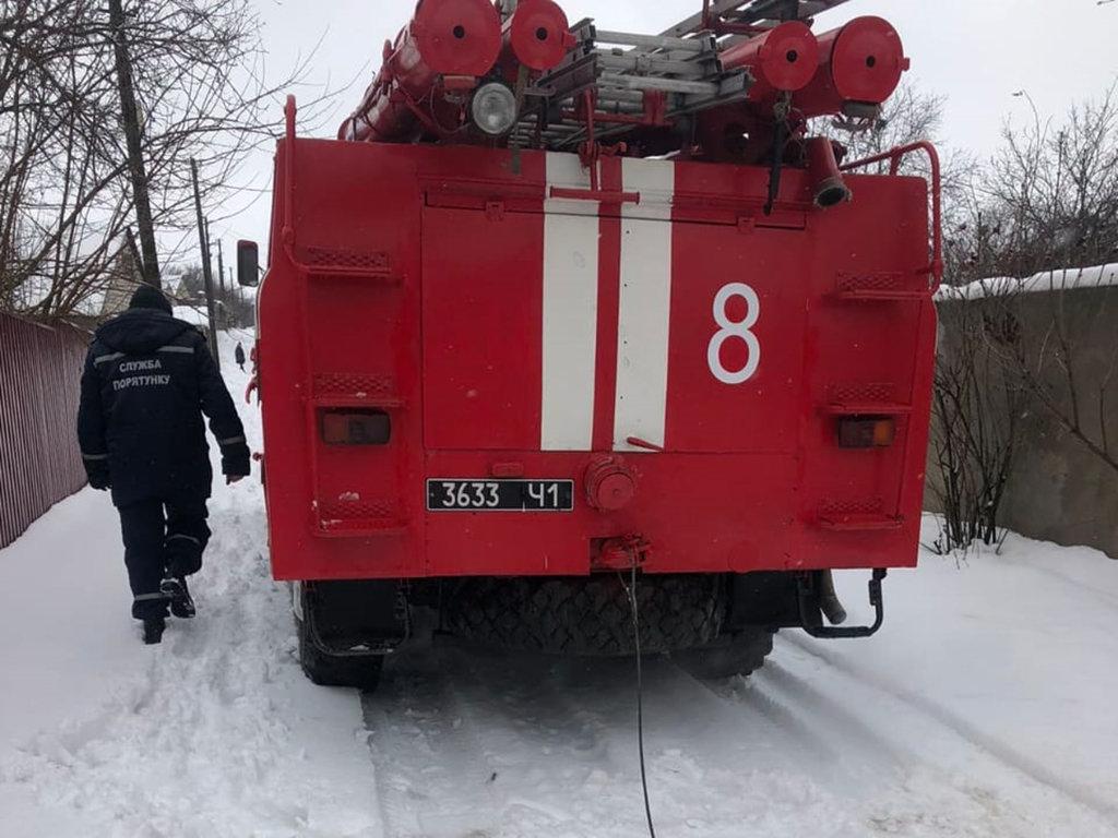 На Днепропетровщине спасатели вытащили скорую помощь из снежной ловушки, ФОТО, ВИДЕО, фото-1
