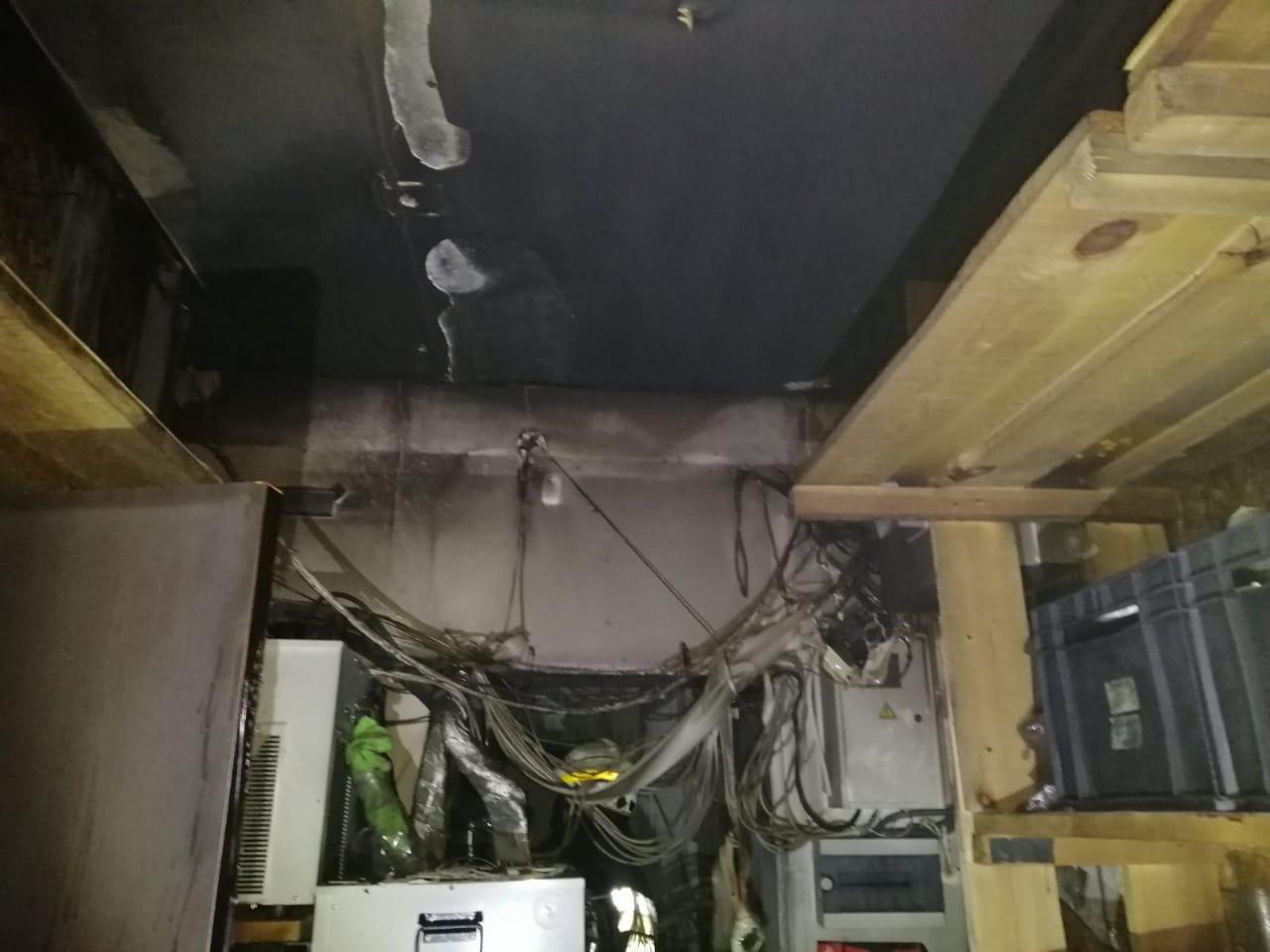 Рано утром в Днепре горел магазин, - ФОТО, фото-1