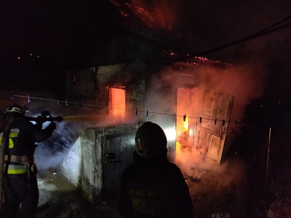 В Днепре 8 спасателей тушили пожар в хозпостройке, - ФОТО, фото-3