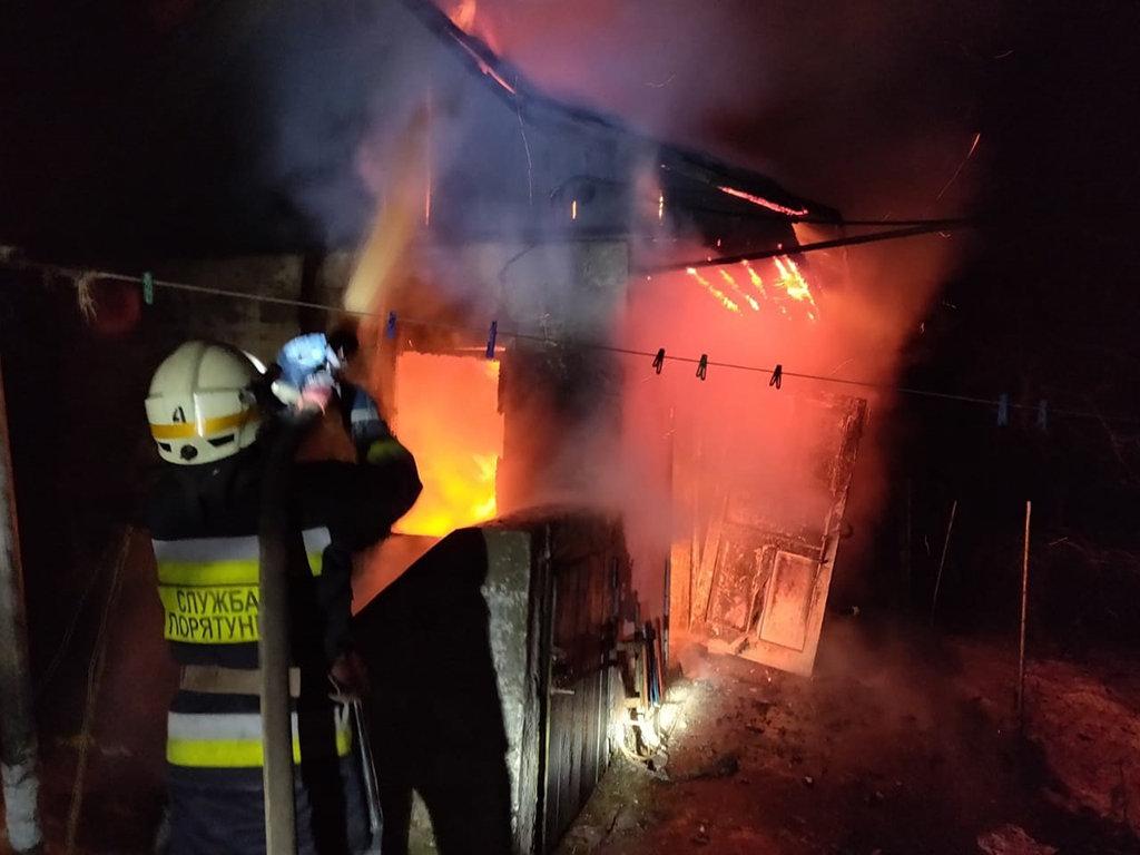 В Днепре 8 спасателей тушили пожар в хозпостройке, - ФОТО, фото-2