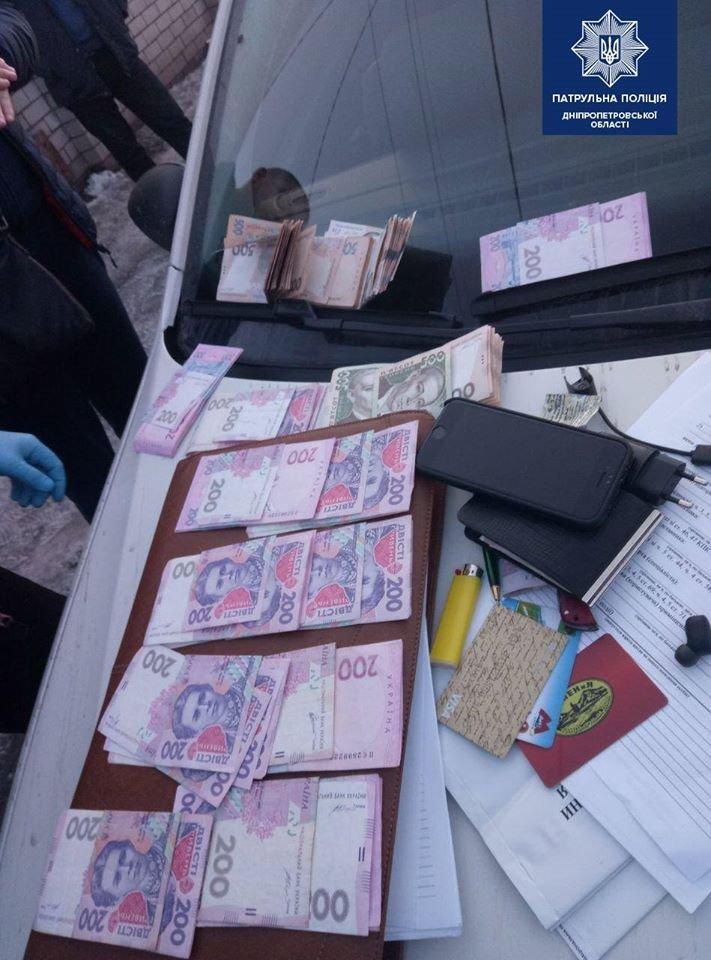В Днепре задержали мужчин, которые ограбили припаркованный автомобиль, - ФОТО, фото-1