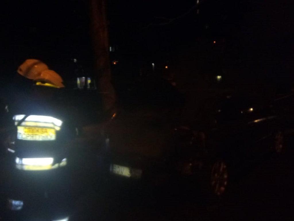 В Днепре на стоянке загорелся автомобиль: его тушили пожарные, - ФОТО, фото-1