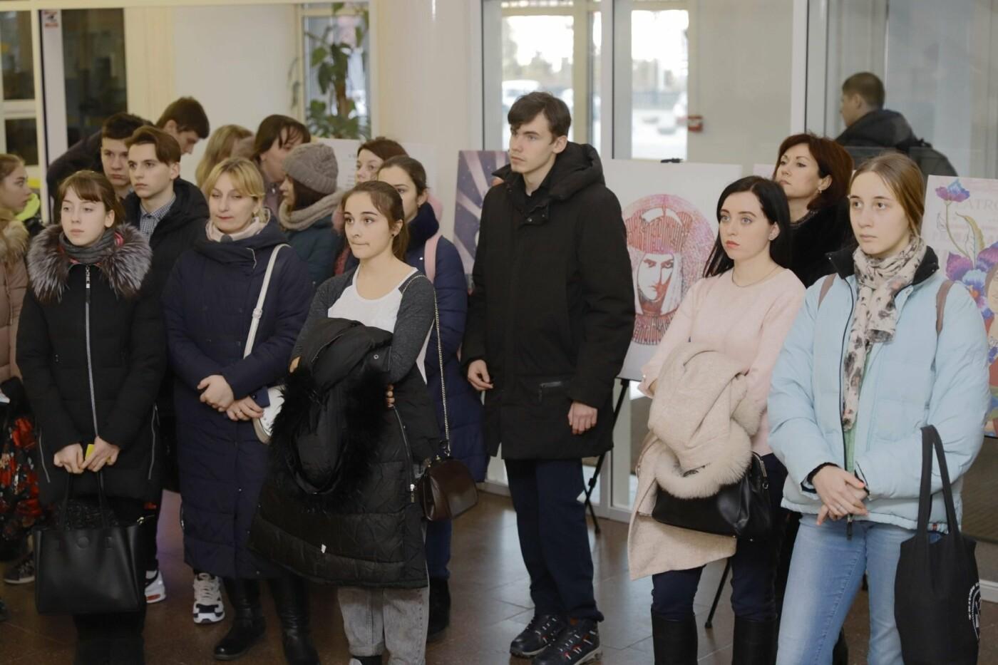 """""""Это сделала она"""": в горсовете Днепра проходит выставка, посвященная выдающимся женщинам Украины, - ФОТО, фото-5"""