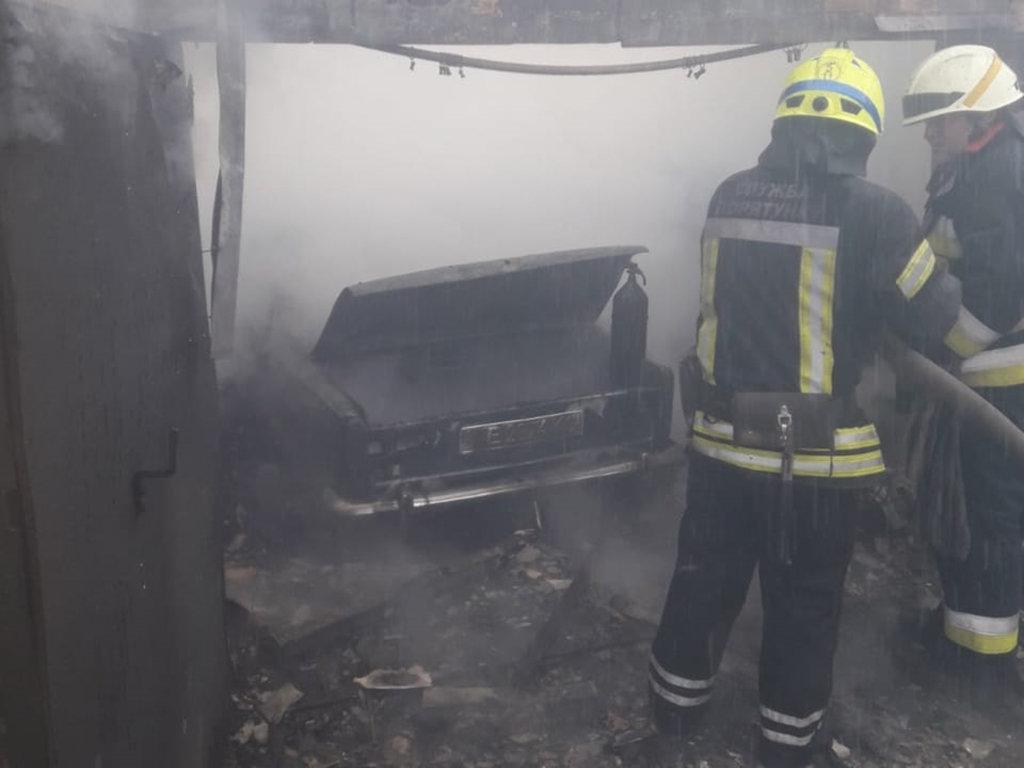 В Днепре горел гараж с автомобилем: есть пострадавший, - ФОТО, фото-5