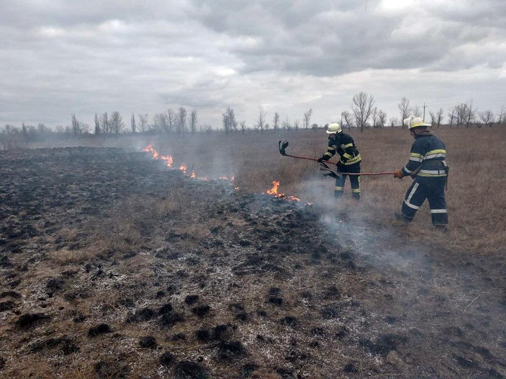 На Днепропетровщине на открытой местности горела сухая трава, - ФОТО, фото-2