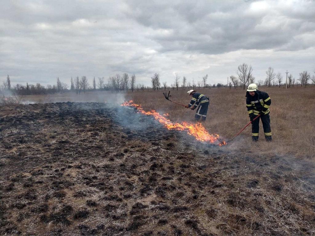 На Днепропетровщине на открытой местности горела сухая трава, - ФОТО, фото-1