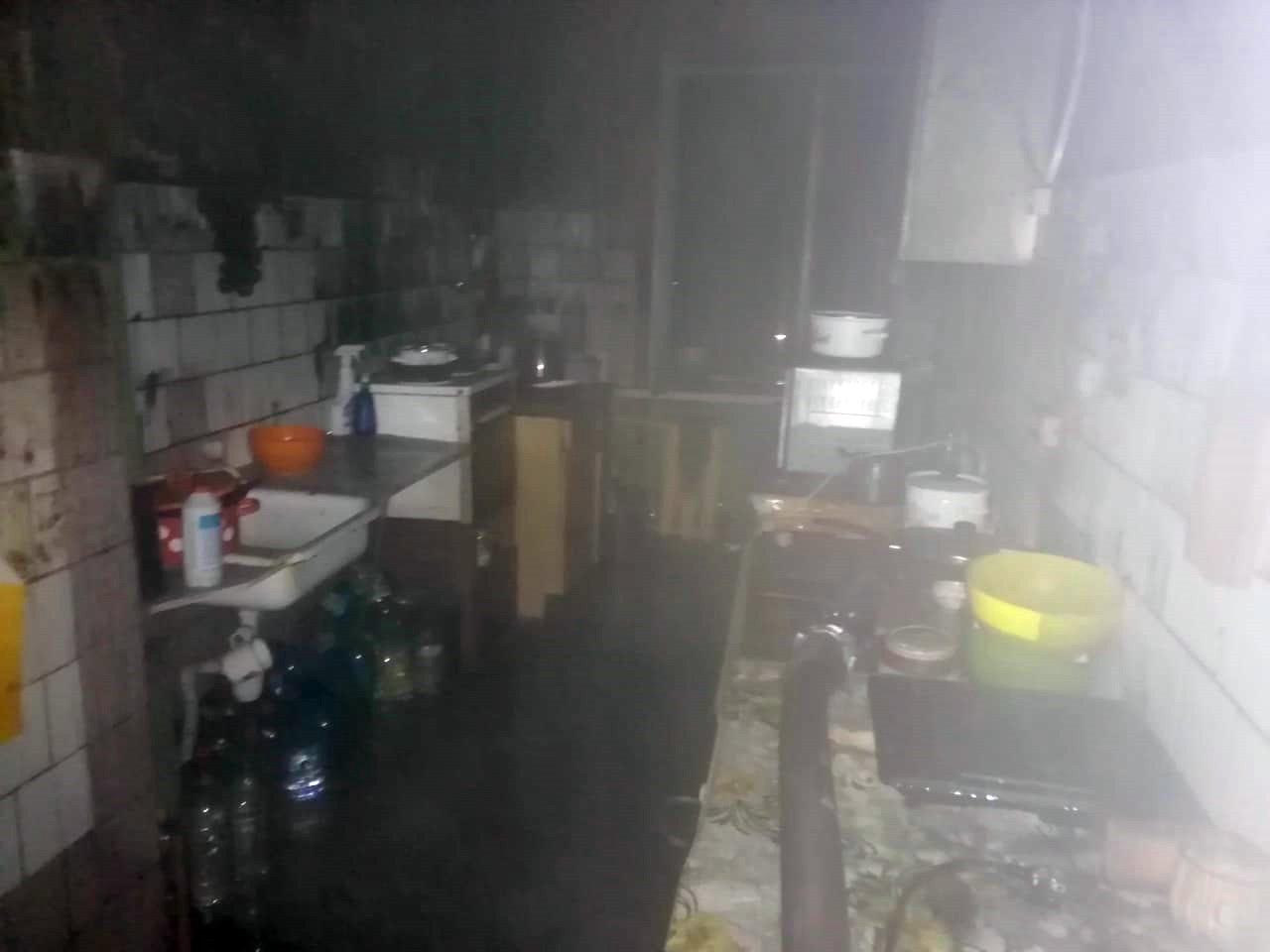Под Днепром горело общежитие: спасли 10 человек, - ФОТО, фото-1
