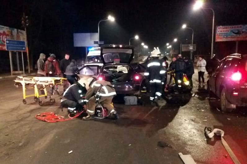 Под Днепром столкнулись две легковушки: один человек погиб, пятеро пострадали, - ФОТО, фото-1
