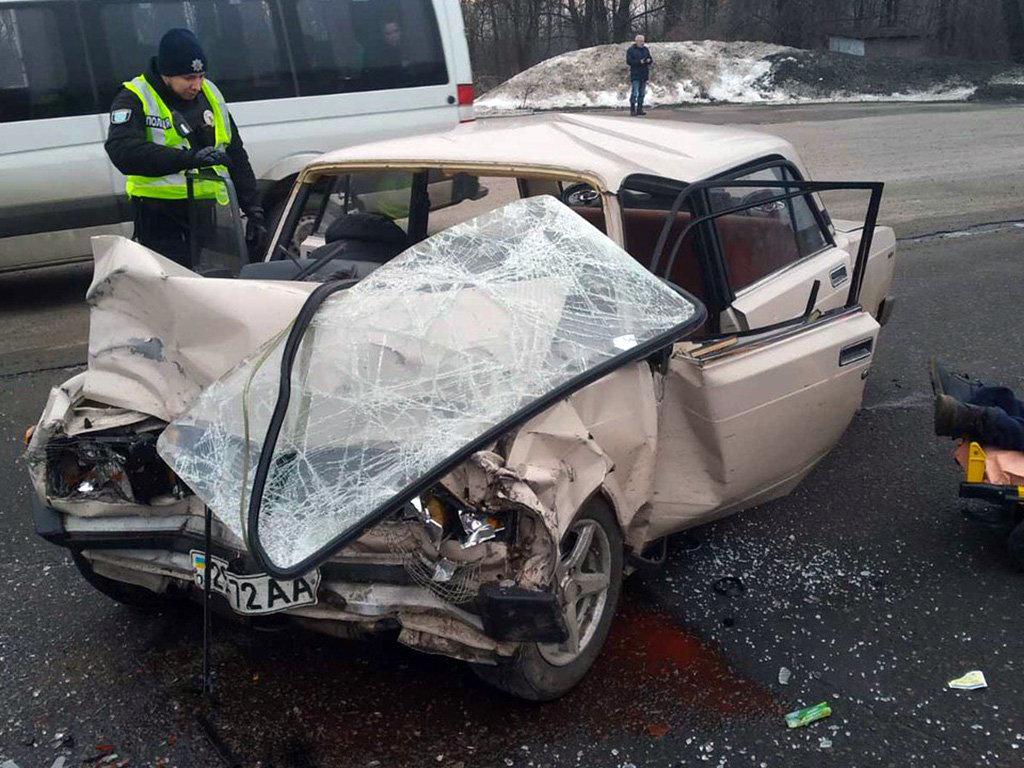 В Днепре столкнулись грузовик с легковушкой: двое людей пострадали, - ФОТО, фото-1