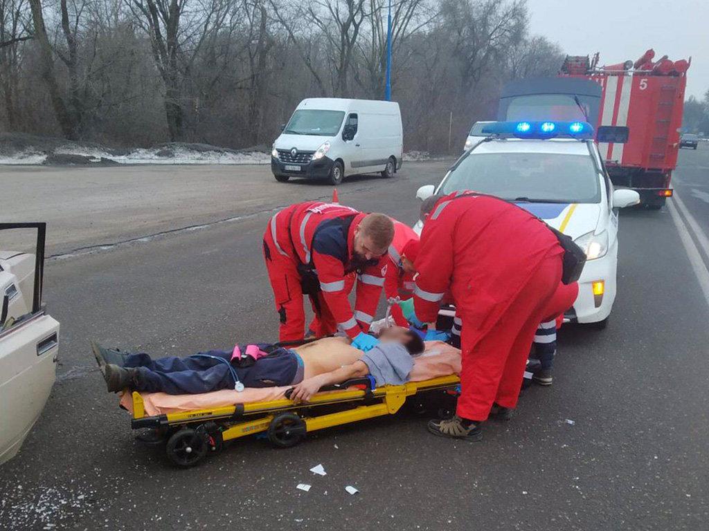 В Днепре столкнулись грузовик с легковушкой: двое людей пострадали, - ФОТО, фото-2