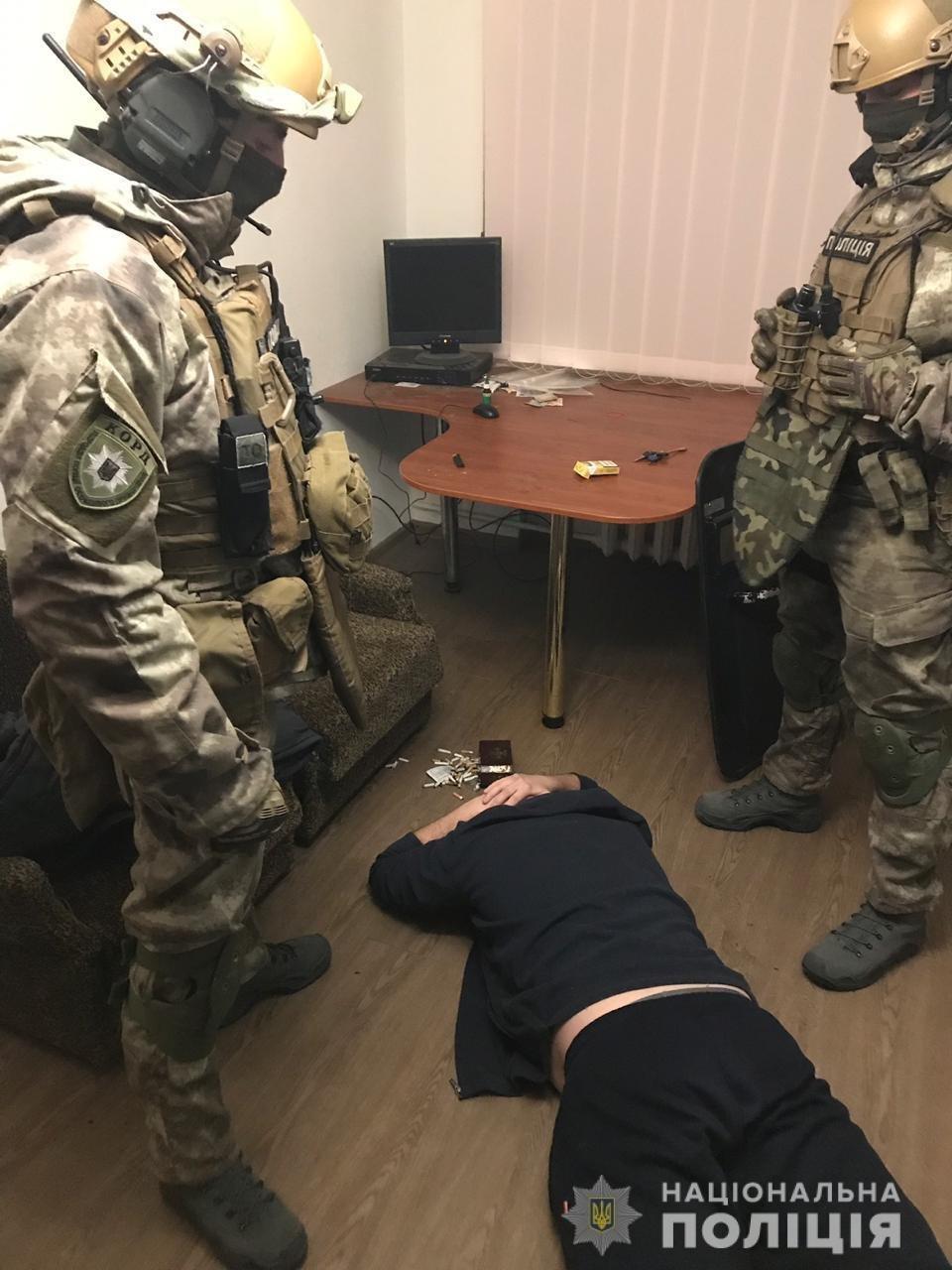 Житель Днепра организовал точку продажи наркотиков на съемной квартире, - ФОТО, ВИДЕО, фото-1