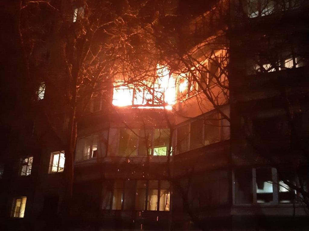На Днепропетровщине случился пожар на балконе одного из жилых девятиэтажных домов, - ФОТО, фото-1