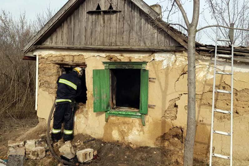 В Днепропетровской области горел жилой дом: на пожаре погиб мужчина, - ФОТО, фото-1