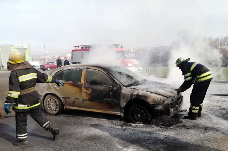 Под Днепром мужчина получил ожоги, когда пытался спасти свое авто, - ФОТО, фото-1