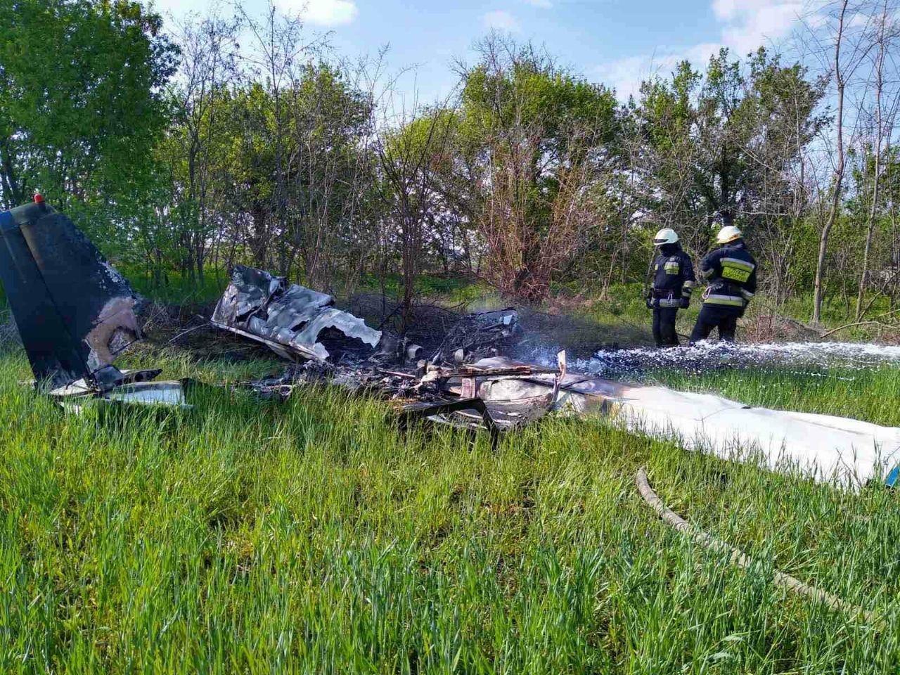 Под Днепром упал и загорелся частный самолет, есть погибшие - ФОТО, фото-3
