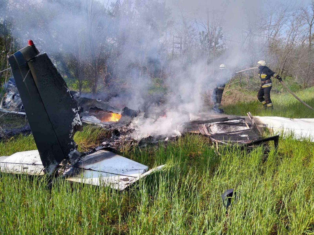 Под Днепром упал и загорелся частный самолет, есть погибшие - ФОТО, фото-2
