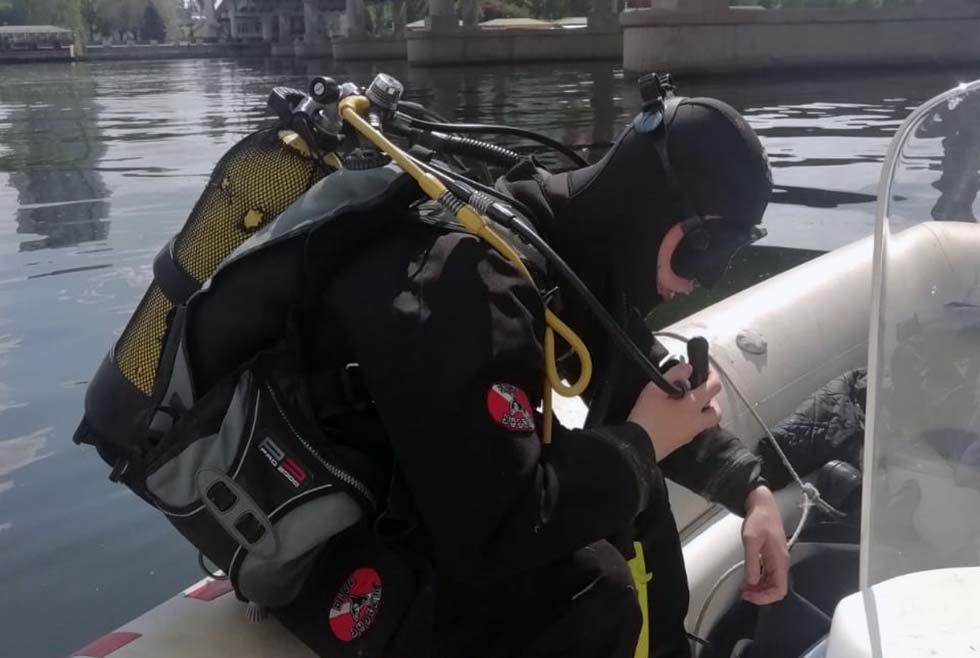 В Днепре мужчина прыгнул с Центрального моста в реку: на месте работали водолазы-спасатели, - ФОТО, фото-1