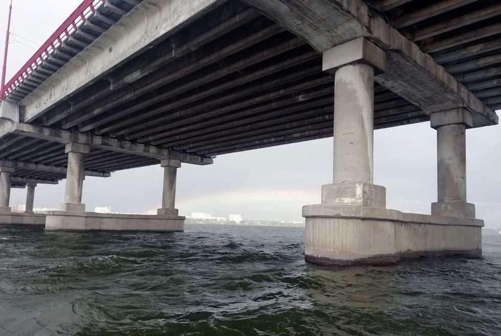 В Днепре мужчина прыгнул с Центрального моста в реку: на месте работали водолазы-спасатели, - ФОТО, фото-3