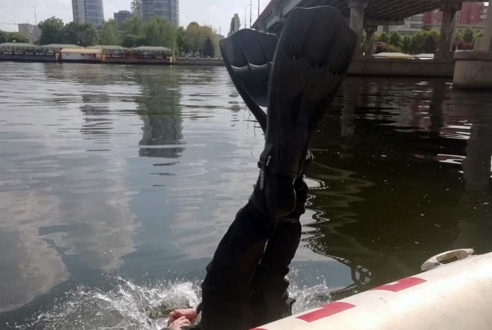 В Днепре мужчина прыгнул с Центрального моста в реку: на месте работали водолазы-спасатели, - ФОТО, фото-2