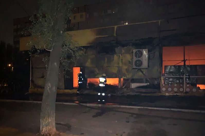 В Днепре ночью горел магазин с одеждой и продовольствием, - ФОТО, фото-2