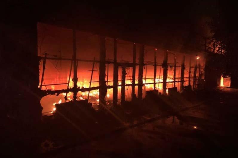 В Днепре ночью горел магазин с одеждой и продовольствием, - ФОТО, фото-1