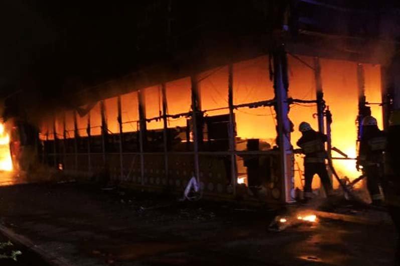 В Днепре ночью горел магазин с одеждой и продовольствием, - ФОТО, фото-4