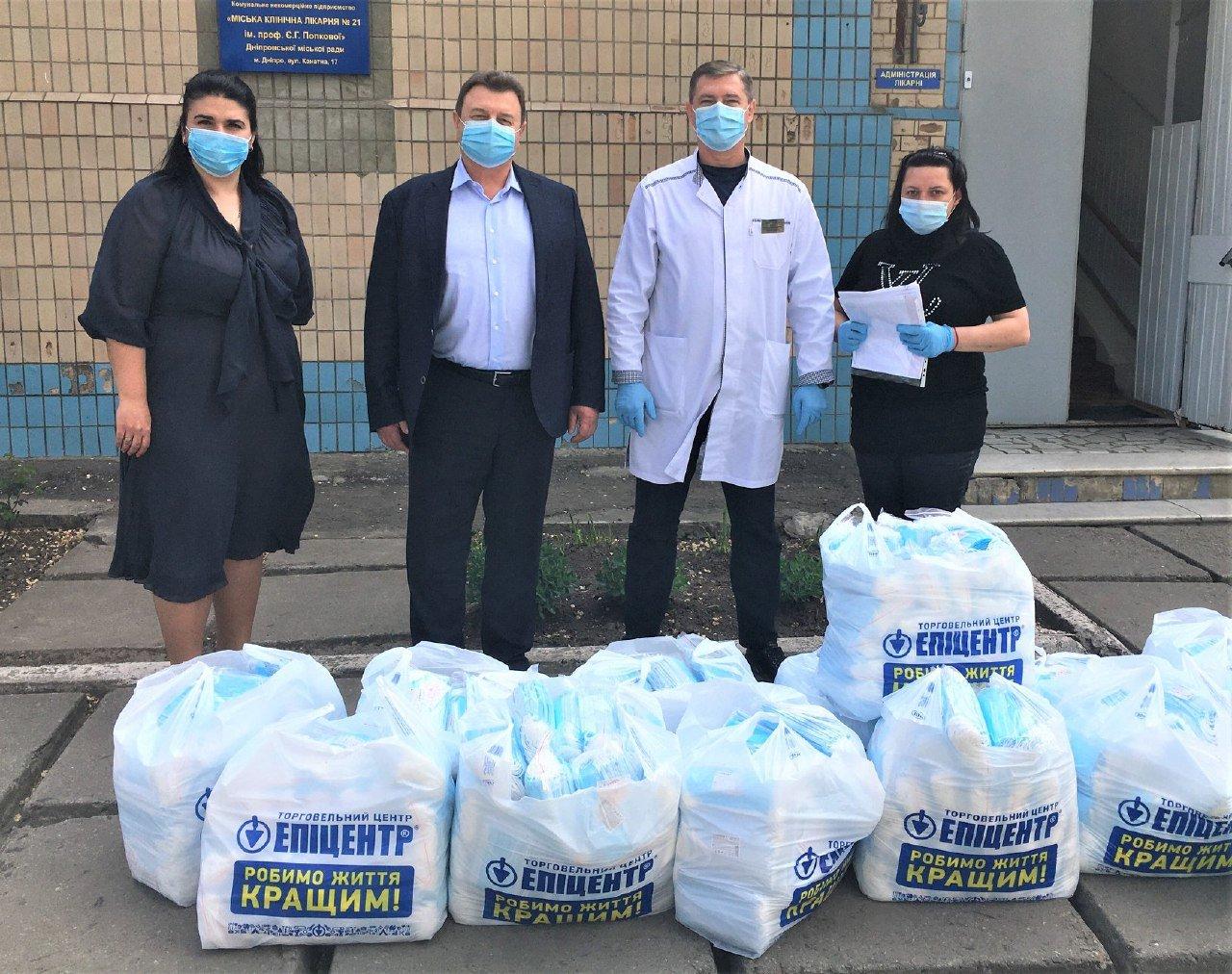 Медичні працівники Дніпра отримали партію благодійної допомоги від мережі «Епіцентр» для запобігання поширенню COVID-19, фото-1