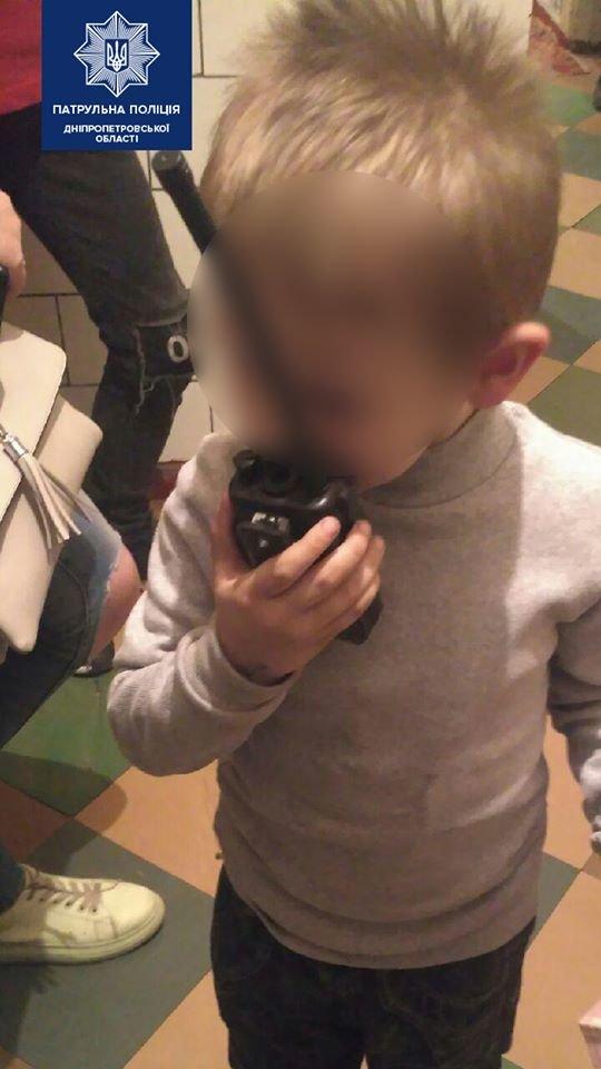 Днепровские патрульные спасли двух детей, которые находились на подоконнике балкона, - ФОТО, фото-2