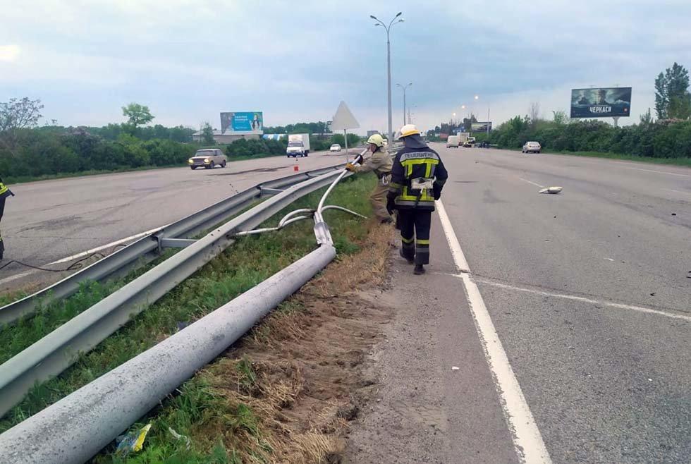 Под Днепром спасатели убрали электроопору с трассы, - ФОТО, фото-2