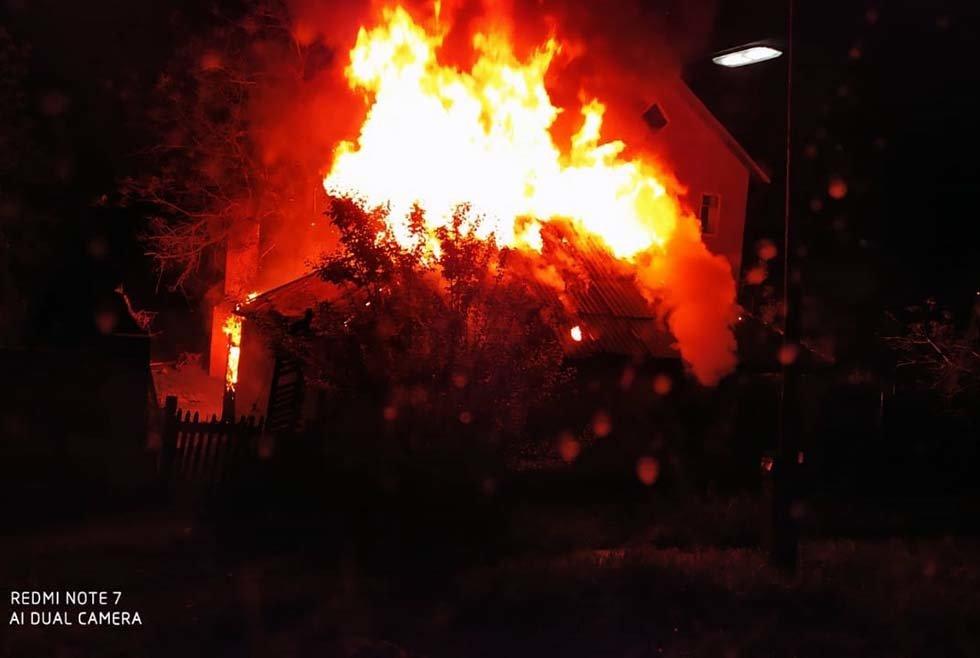 На Днепропетровщине пожар уничтожил крышу жилого дома, - ФОТО, фото-1