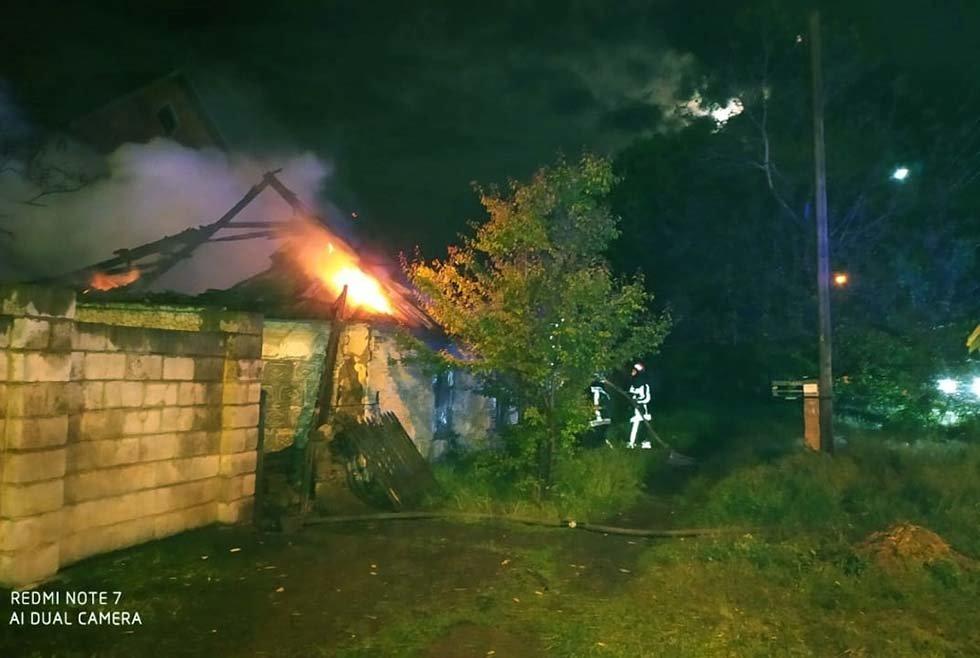 На Днепропетровщине пожар уничтожил крышу жилого дома, - ФОТО, фото-2