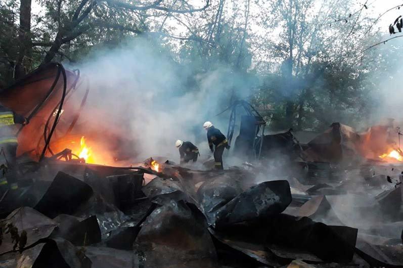 В Днепре горел склад со вторичным сырьем: спасатели час тушили огонь, - ФОТО, фото-2