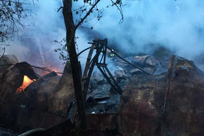 В Днепре горел склад со вторичным сырьем: спасатели час тушили огонь, - ФОТО, фото-3