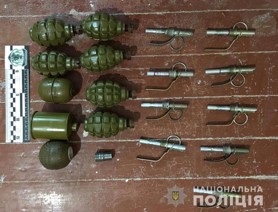 На Днепропетровщине дома у мужчины нашли боеприпасы, гранаты и наркотики, - ФОТО, фото-2