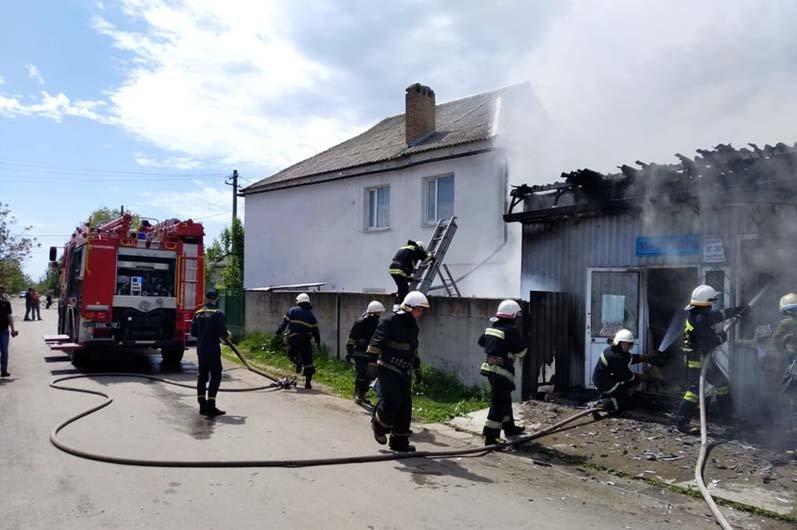 На Днепропетровщине произошел пожар в торговом павильоне, - ФОТО, ВИДЕО, фото-1
