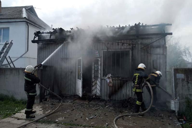 На Днепропетровщине произошел пожар в торговом павильоне, - ФОТО, ВИДЕО, фото-2