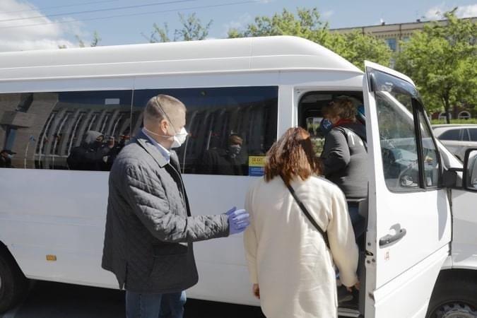 Медики из Днепра отправились в Черновцы на помощь больным COVID-19, фото-2