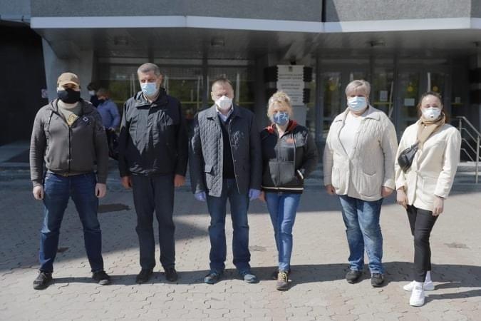 Медики из Днепра отправились в Черновцы на помощь больным COVID-19, фото-1