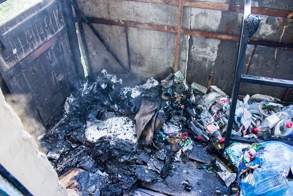 Под Днепром в квартире в жилом доме горел балкон, - ФОТО, фото-1
