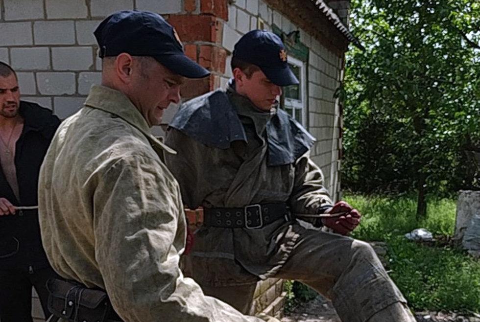 Под Днепром спасатели доставали кошку из колодца, - ФОТО, фото-2