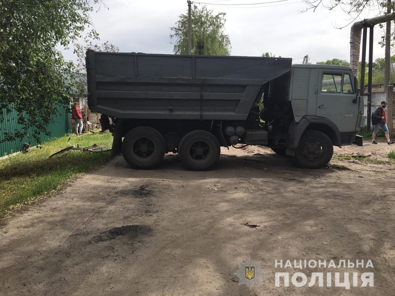 В Днепропетровской области пьяный мужчина на угнанном грузовике наехал на велосипедистку, - ФОТО, фото-1