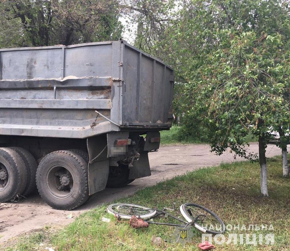 В Днепропетровской области пьяный мужчина на угнанном грузовике наехал на велосипедистку, - ФОТО, фото-2