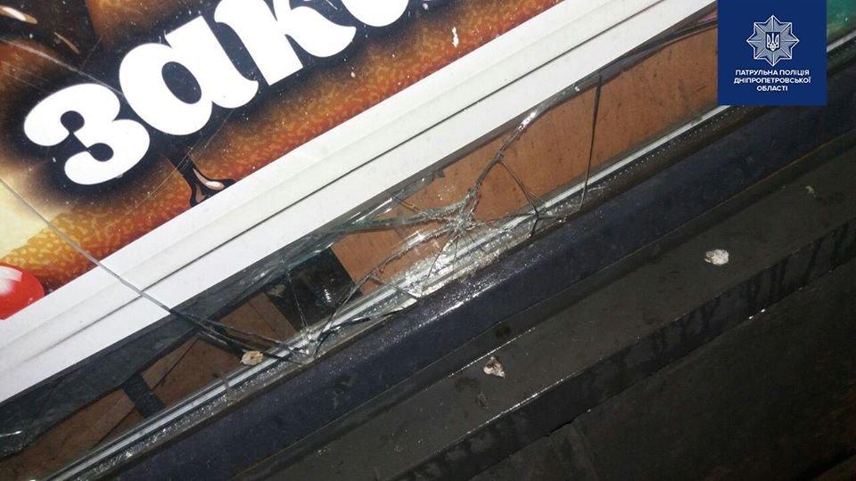 В Днепре задержали мужчину, пытавшегося проникнуть в кондитерский магазин ночью, - ФОТО, фото-2