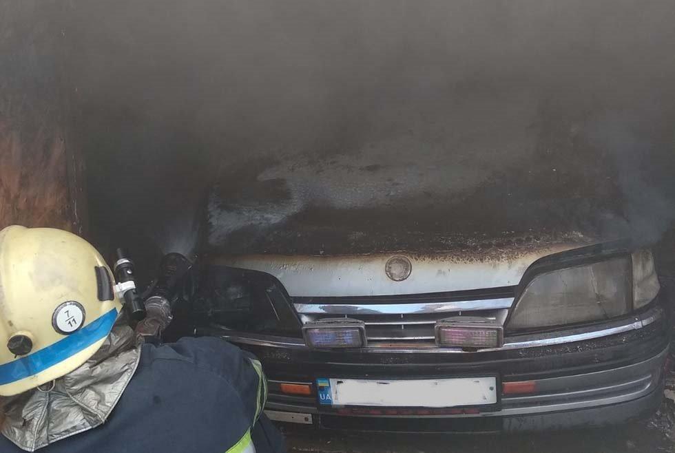 На Днепропетровщине внутри гаража с легковушкой произошел пожар, - ФОТО, фото-3