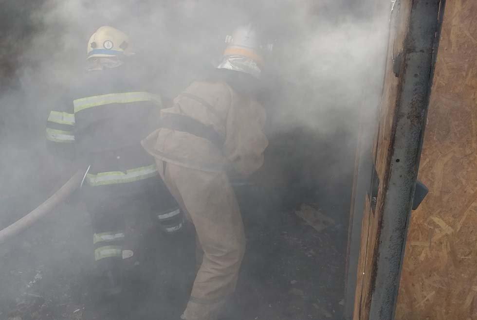 На Днепропетровщине внутри гаража с легковушкой произошел пожар, - ФОТО, фото-2