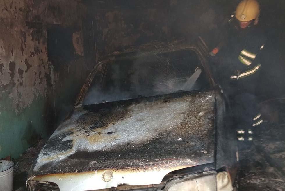 На Днепропетровщине внутри гаража с легковушкой произошел пожар, - ФОТО, фото-1