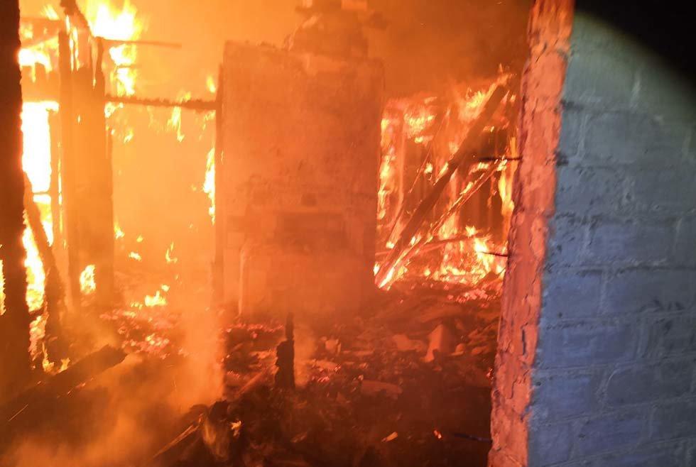 В Днепропетровской области чрезвычайники почти 4 часа тушили загоревшийся жилой дом, - ФОТО, ВИДЕО, фото-4