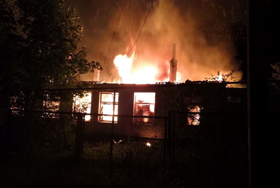 В Днепропетровской области чрезвычайники почти 4 часа тушили загоревшийся жилой дом, - ФОТО, ВИДЕО, фото-2
