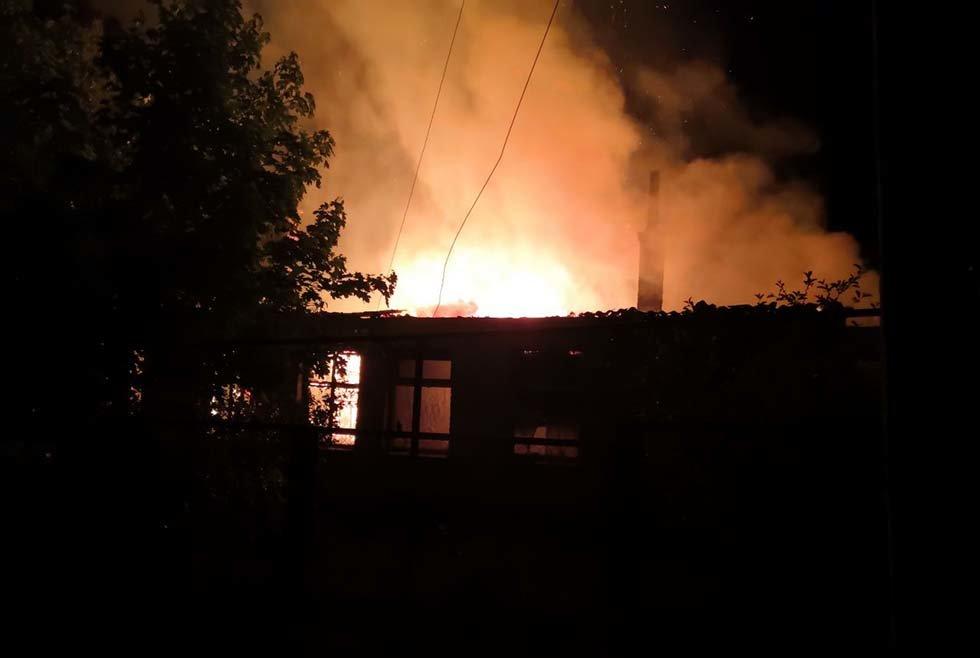 В Днепропетровской области чрезвычайники почти 4 часа тушили загоревшийся жилой дом, - ФОТО, ВИДЕО, фото-3