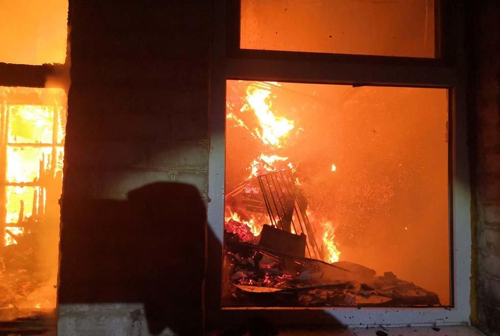 В Днепропетровской области чрезвычайники почти 4 часа тушили загоревшийся жилой дом, - ФОТО, ВИДЕО, фото-1